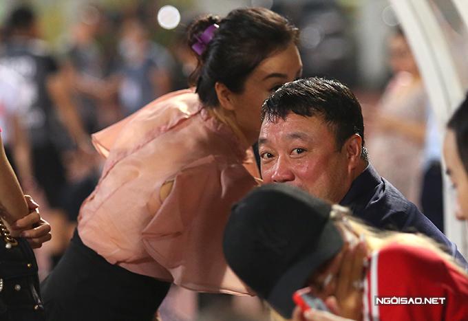 Đây là lần hiếm hoi vợ HLV Việt Hoàng tới sân theo dõi các trận đấu của Viettel.