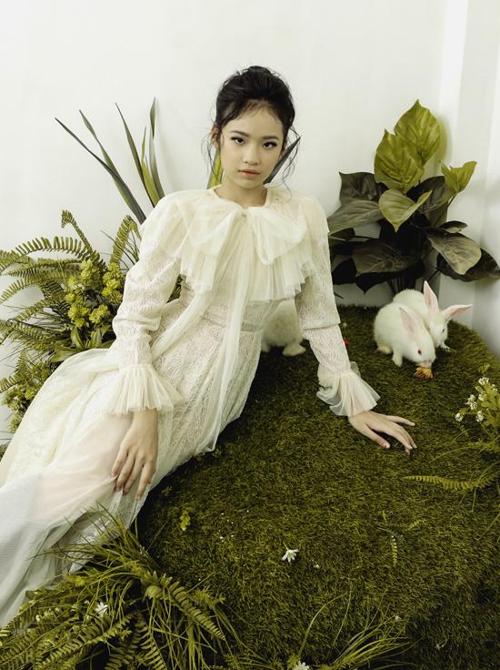 Những bộ váy may bằng chất liệu voan, ren phù hợp tạo cảm giác mềm mại, dễ chịu cho người mặc.
