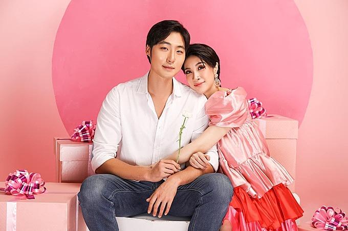 Ca sĩ Pha Lê và chồng.