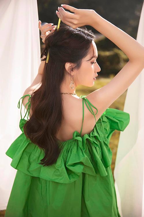 Hương Giang đụng váy bầu với Hồ Ngọc Hà
