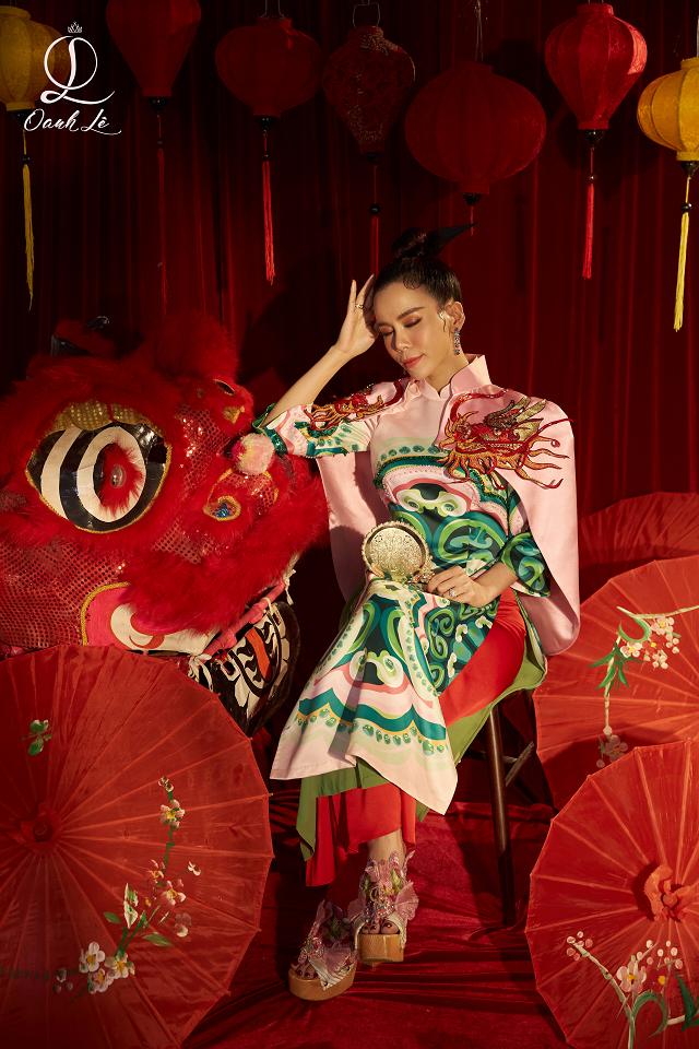 Concept chụp hình với lồng đèn, đầu lân, gam màu nóng đỏ, vàng trong văn hóa phương Đông để lại dấu ấn về nét đặc trưng của Tết Trung thu.