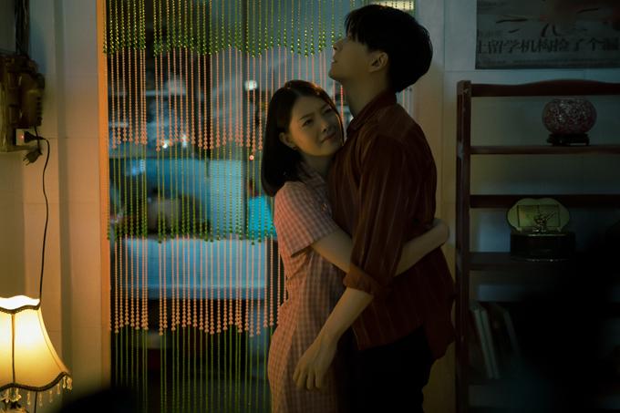 Hy An sinh năm 1994 là diễn viên, người mẫu. Cô chưa có kinh nghiệm tham gia bất cứ MV nào nhưng diễn rất tự nhiên khi kết hợp cùng Ngô Kiến Huy.