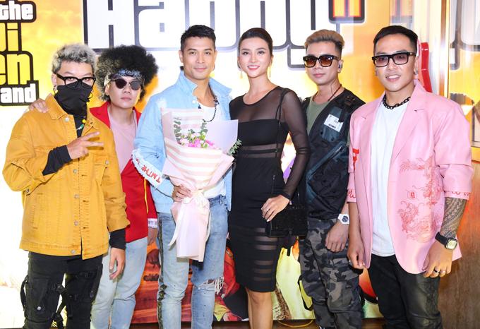 Trương Thế Vinh và Kim Tuyến từng đóng cặp trong phim Chơi thì chịu. Ngoài đời họ là đồng nghiệp, anh em thân thiết.
