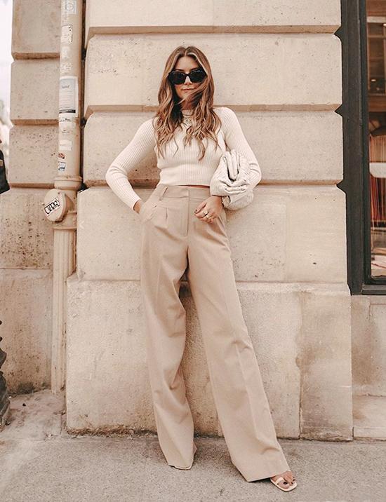 Áo sweater ngắn + Quần ống rộng cạp caoĐây là một sự kết hợp vô cùng tính tế. Dù không quá cầu kỳ nhưng bạn sẽ vẫn tỏa ra phong thái sang trọng, quý phái. Ngoài ra bộ đồ này còn có thể hack dáng giúp các bạn có chiều cao khiêm tốn nữa.