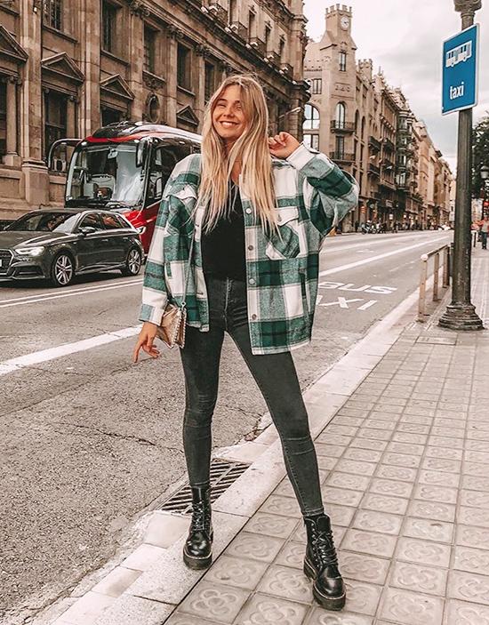 Họa tiết kẻĐây là một họa tiết đơn giản phù hợp với mọi phong cách từ mạnh mẽ đến nữ tính. Nó có thể ứng dụng để làm áo khoác hay chân váy và tất cả đều trông rất trẻ trung, thời thượng.