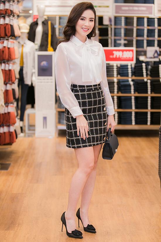 Biên tập viên thời tiết Mai Ngọc chọn phong cách quý cô công sở.