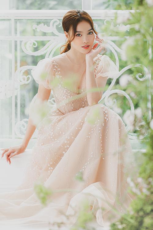 Bộ ảnh được thực hiện bởi trang phục: Chung Thanh Phong Bridal, photo - makeup: Tee Le Studio, người mẫu: Ninh Dương Lan Ngọc.