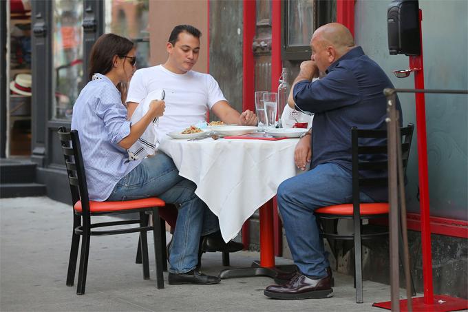 Bố Emilio là người thành lập nhà hàng Ballato từ đầu thập niên 1990. Nhà hàng nằm ở Soho, New York chuyên các món ăn truyền thống Italy và được rất nhiều nghệ sĩ, chính khách yêu thích.