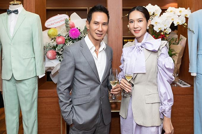 Vợ chồng Lý Hải - Minh Hà sánh đôi đến chúc mừng hoa hậu Ngọc Hân làm bà chủ.