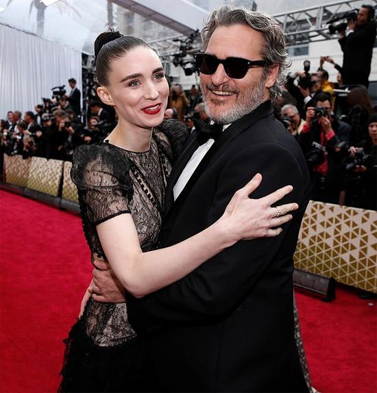 Cặp sao trên thảm đỏ Oscar.