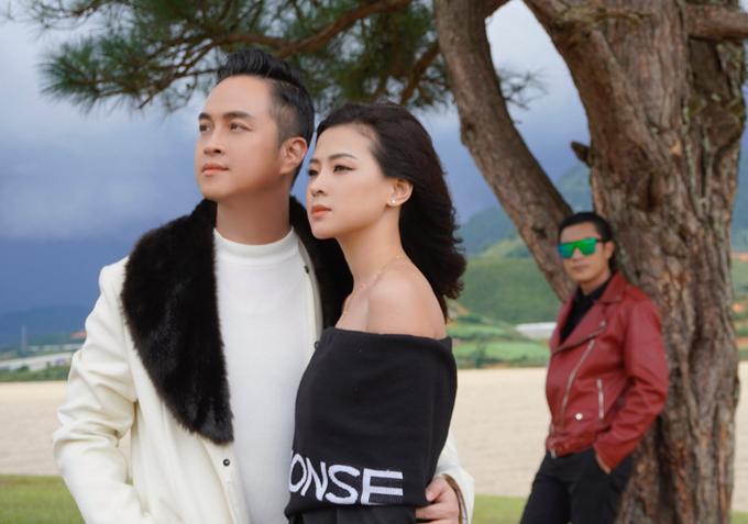 Hình ảnh cuộc tình tay ba trong MV.