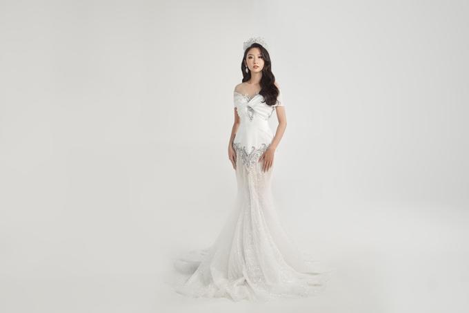 Những bộ cánh dựa trên ước mơ của cô dâu hướng tới sự tinh tế, tập trung vào chi tiết và phom dáng. Với mỗi chiếc áo cưới, đội ngũ thiết kế muốn truyền tải một sự mới lạ riêng, phù hợp với nhu cầu, khắc họa phong cách, cá tính của từng cô dâu.
