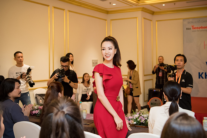 Lần đầu tiên giữ vai trò này, Thụy Vân cho biết cô tìm một hoa hậu đầy đủ các tiêu chí hình thể đẹp, gương mặt đẹp và nền tảng trí thức tốt.