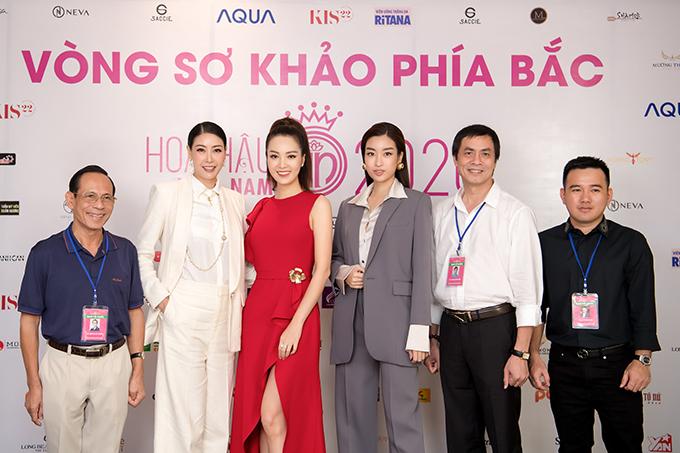Ngồi ghế giám khảo cùng các người đẹp còn có nhà thiết kế Lê Thanh Hòa (bìa phải). Tiếp tục giữ vai trò giám khảo sau mùa giải 2018, anh mong muốn thể hiện sự công tâm, nghiêm túc và có những đánh giá chuyên môn về gu thẩm mỹ, phong cách của thí sinh.