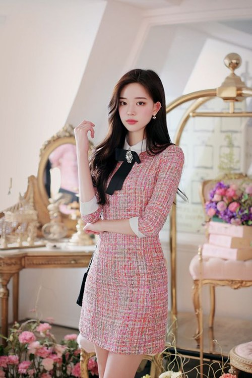 Nếu xuân hè chuộng vải linen thì sang mùa thu đông, phái đẹp lại ưu ái váy áo thiết kế trên vải tweed.