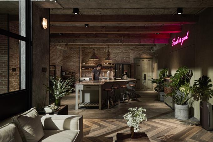 Căn penthouse ở TP HCM mà vợ chồng Khởi My - Kelvin Khánh tậu từ chủ cũ vừa được cải tạo trong tháng 9 năm nay, bởi nhóm kiến trúc sư (KTS): Trương Gia Việt, Quỳnh Nhi thuộc Vietline Interior Design.