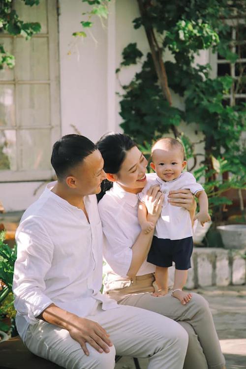 Vợ chồng Trọng Hoàng đón con trai đầu lòng hồi tháng 3 năm nay.