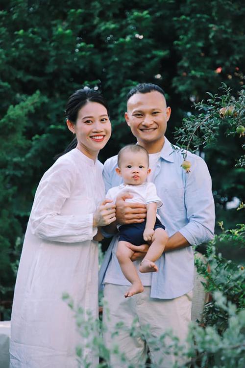 Trọng Hoàng có biệt danh là Hoàng bò nên khi có con trai, anh đặt cho cậu bé nickname là Bê.