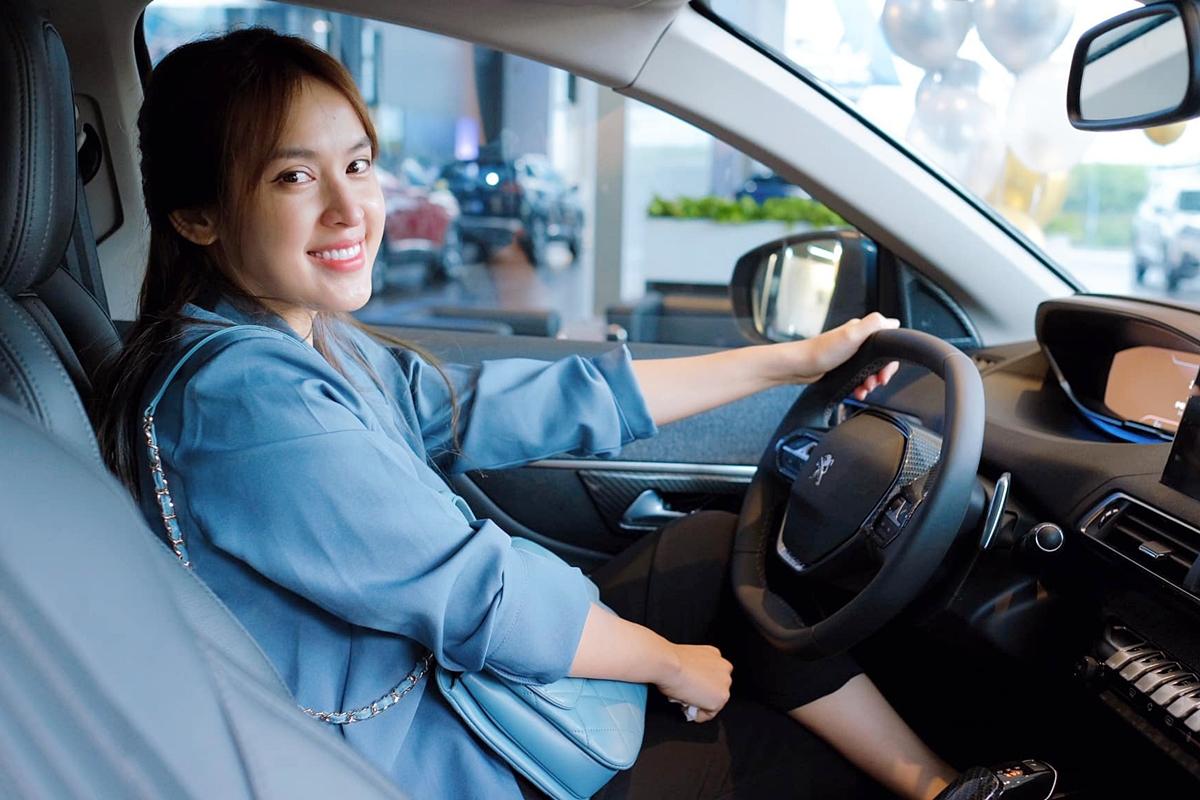 Nữ diễn viên yêu thích mẫu xe này vì không gian rộng, nội thất và tiện nghi đều đến từ Châu âu.