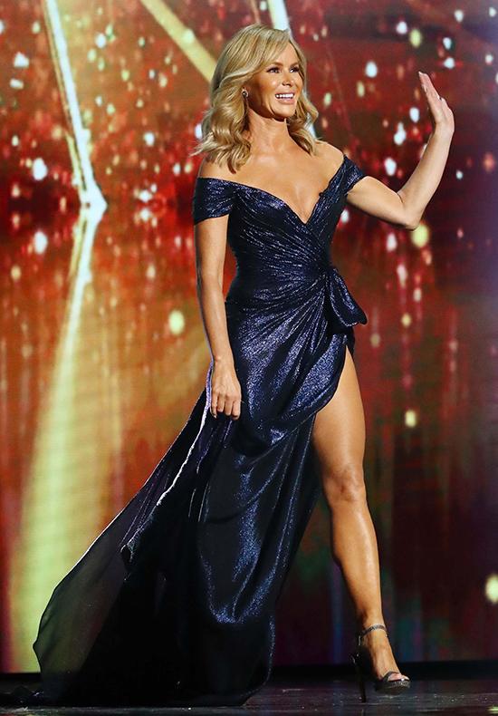 Giám khảo Britains Got Talent tiếp tục mặc hở ngực dù bị chỉ trích - 2