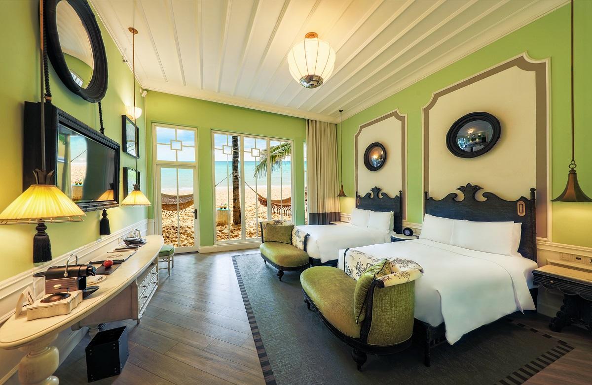 Trong khi đó Premier Residences Phu Quoc Emerald Bay với bãi biển đẹp từng được Flight Network ghi danh top 100 bãi biển đẹp nhất thế giới và dịch vụ 5 sao cũng đang triển khai chương trình ưu đãi hấp dẫn mang tên Gói nghỉ dưỡng Wellness Package. Theo đó, du khách sẽ được miễn phí 60 phút trị liệu tại Emerald Spa và ăn sáng tự chọn tại nhà hàng ven biển Clubhouse, áp dụng cho các đặt phòng từ nay đến 31/10.