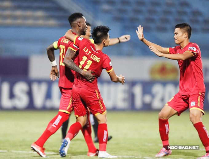 CLB Thanh Hoá thi đấu lép vế trong toàn bộ thời gian của trận đấu nhưng bất ngờ vượt lên dẫn trước ở phút 47 do công của Hoàng Vũ Samson - cựu tiền đạo của CLB Hà Nội.