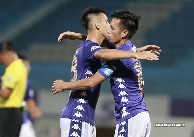 Hà Nội sau đó được hưởng phạt đền ở phút 54 nhưng tiền đạo Rimario không chiến thắng được thủ môn Thanh Hoá trên chấm phạt đền. Tuy nhiên, đến phút 60, đội chủ nhà vẫn có được bàn gỡ hoà do công của đội trưởng Văn Quyết.