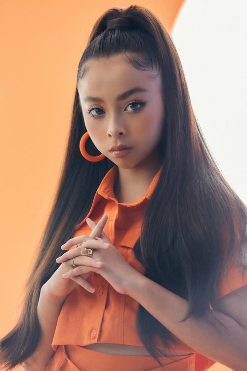Góp mặt trong bộ ảnh mới của nhà mốt Việt, mẫu nhí Phương Anh có cuộc lột xác ấn tượng nhờ trang phục hợp trend, layour trang điểm và cách làm tóc đuôi ngựa cá tính.