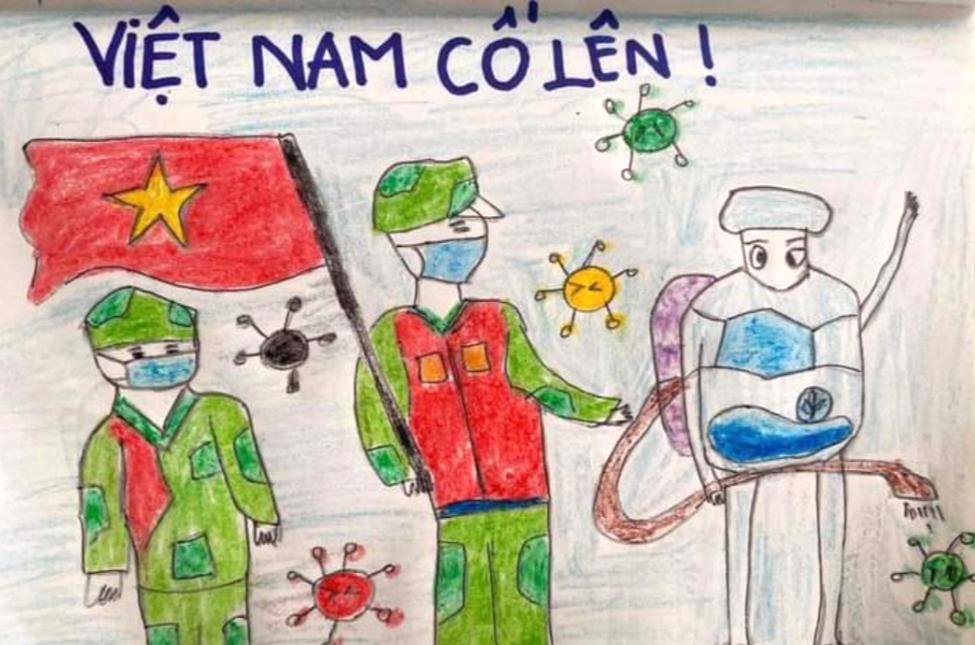 Hình ảnh dân quân phun thuốc sát khuẩn giúp các gia đình phòng dịch bệnh truyền cảm hứng cho bé Thanh Liêm. Bé vẽ bức ảnh thể hiện mong ước sau này có thể giống như các cô chú cùng chung tay bảo vệ cuộc sống an lành cho người dân.
