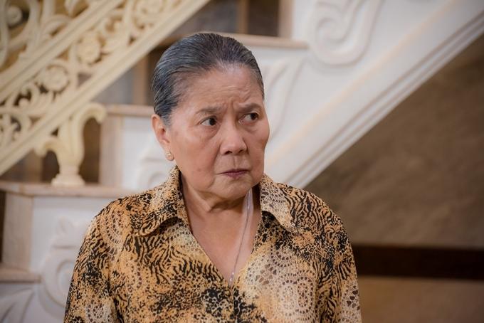 NSƯT Lê Thiện vào vai người bà quyền lực, khắc nghiệt trong Vua bánh mỳ phiên bản Việt.
