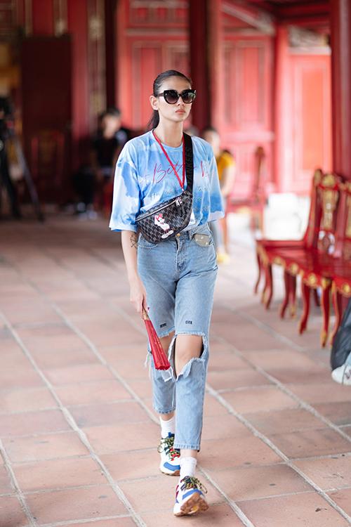Võ Hoàng Yến ăn diện cá tính khi tham gia tập catwalk cùng dàn chân dài đến từ TP HCM.