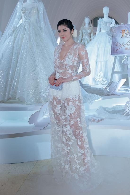 Người đẹp Huỳnh Tiên sexy hết cỡ với váy ren xuyên thấu.
