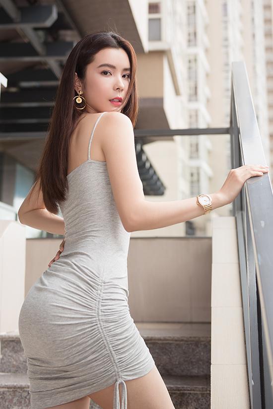 Bộ váy có thể dễ dàng sử dụng trong các hoạt động thường nhật của hoa hậu.