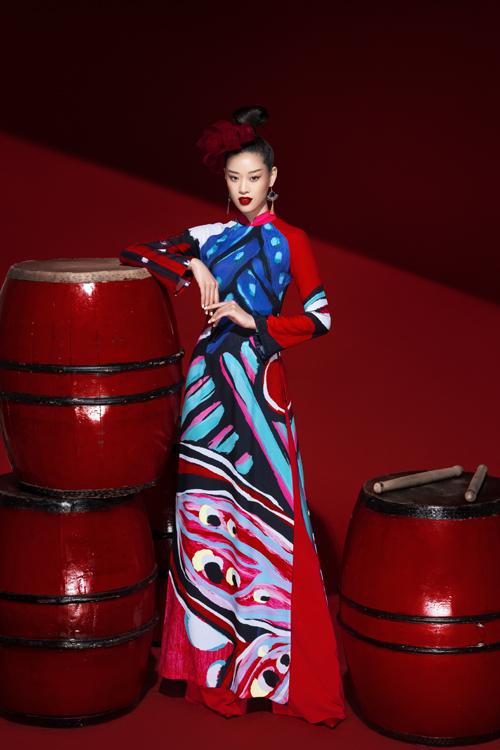 Bộ ảnh được thực hiện với sự hỗ trợ của tổ chức sản xuất Trisha Võ, art director Nguyễn Hoàng Anh, nhiếp ảnh Milor Trần, trang điểm Ruan Dang.