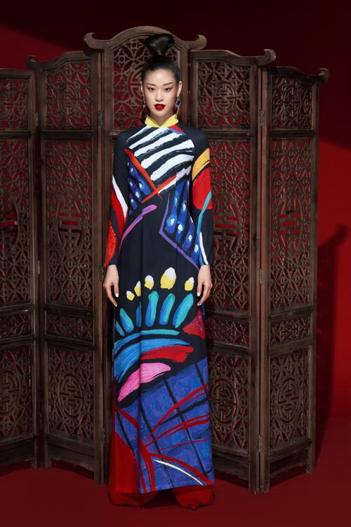 Để chiều lòng phái đẹp, nhà thiết kế Liên Hương luôn đưa nhiều ý tưởng sáng tạo mới mẻ để những thiết kế  của chị theo xu hướng đương đại.