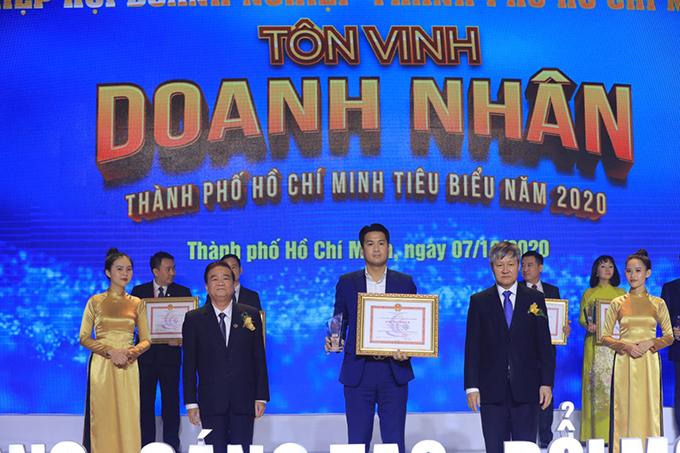 Phillip Nguyễn, anh trai của Tiên Nguyễn, cũng được vinh danh trong chương trình này.