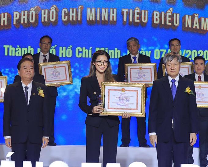 Tiên Nguyễn nhận giải thưởng doanh nhân TP HCM tiêu biểu hô.m 7/10.