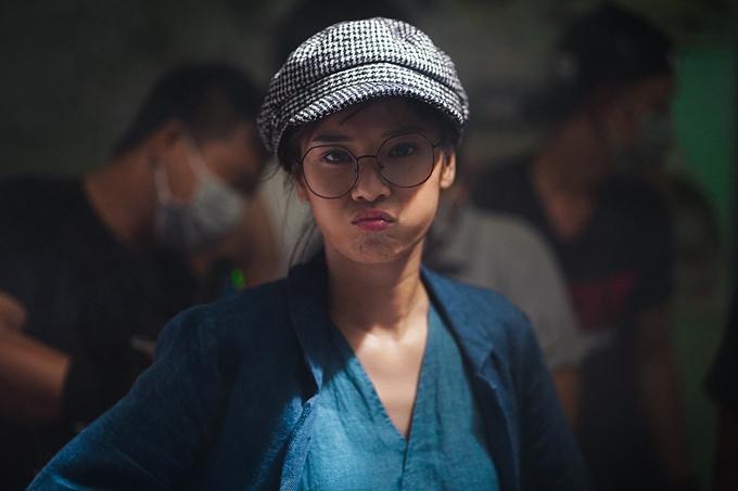 Nữ chính của Người cần quên phải nhớ là ca sĩ - diễn viên Hoàng Yến Chibi. Vẫn mang phong cách lém lỉnh như trong Cô gái đến từ hôm qua, Tháng năm rực rỡ, nhưng lần này Hoàng Yến còn thử sức làm đả nữ.