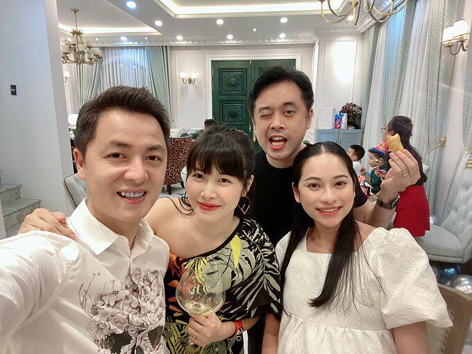 Vợ chồng nhạc sĩ Dương Khắc Linh - Sara Lưu cũng là những người bạn lớn thân thiết với hai con của Đăng Khôi.