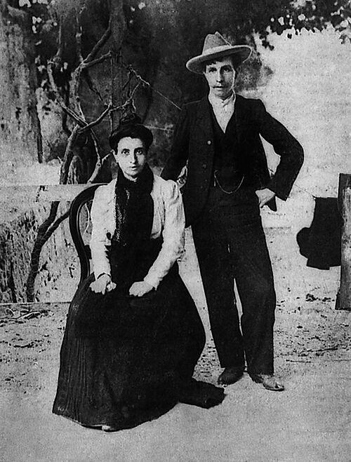 Cuộc hôn nhân đồng tính nữ đầu tiên này đã được viết thành sách và dựng thành phim.