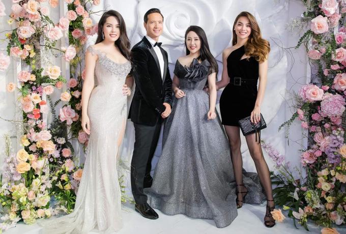 Phạm Đăng Anh Thư có mối quan hệ thân thiết với nhiều sao hạng A của làng giải trí như ca sĩ Hồ Ngọc Hà, diễn viên Kim Lý.