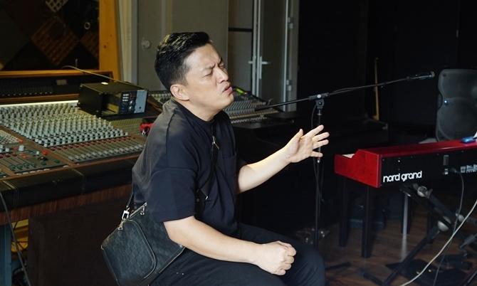 Lam Trường làm liveshow trực tuyến