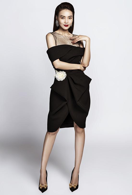 Nữ diễn viên Ninh Dương Lan Ngọc diện trang phục này trong một buổi chụp ảnh thời trang.