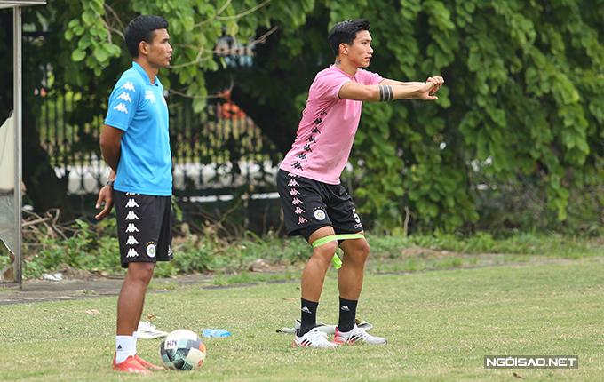 Anh hoàn thành khá tốt giáo án tập luyện. Nhiều khả năng, Văn Hậu sẽ kịp quay trở lại thi đấu trước khi mùa giải kết thúc (vào khoảng giữa tháng 11).