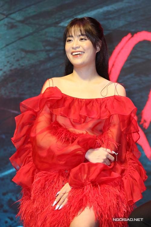 Hoàng Thùy Linh dự họp báo phim Trái tim quái vật sáng 14/10.