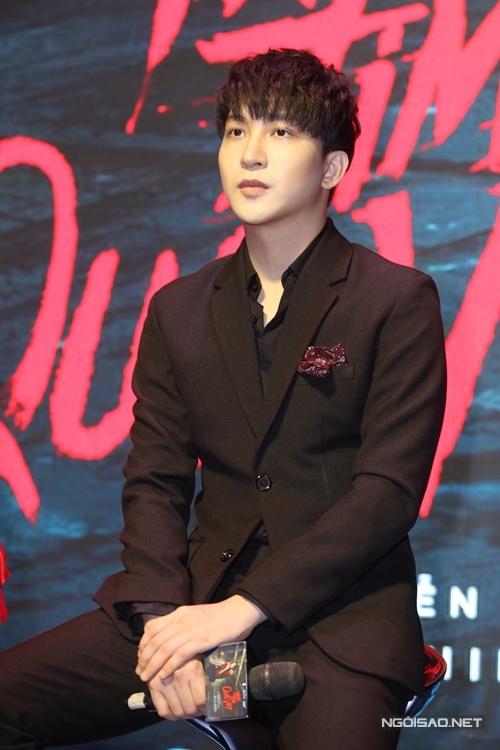 Diễn viên B Trần đóng vai bạn của Hoàng Thùy Linh trong phim.