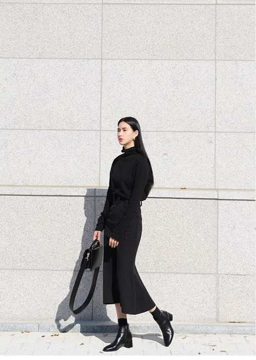 Khi đi làm hay xuống phố vào những ngày tiết trời dịu mát, bốt đen giúp các nàng xây dựng vẻ sành điệu và tôn dáng hiệu quả.