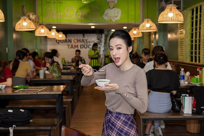 So với hai chi nhánh cũ, quán chay Tâm Đức 3 có diện tích rộng hơn (5x23) và vẫn phục vụ đầy đủ các món ăn trong menu độc quyền của quán.