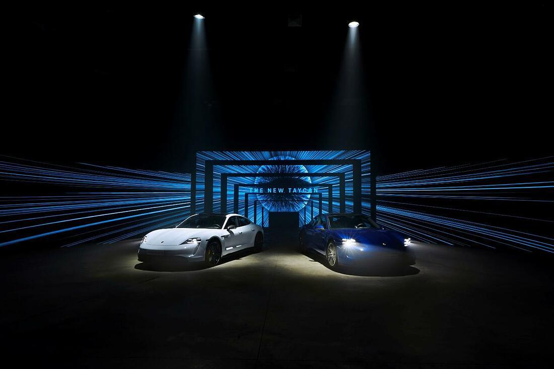 Taycan xuất sắc giành giải thưởng Xe hiệu suất cao của năm và Xe sang trọng của năm tại giải Xe thế giới của năm 2020 (World Car of the Year 2020).
