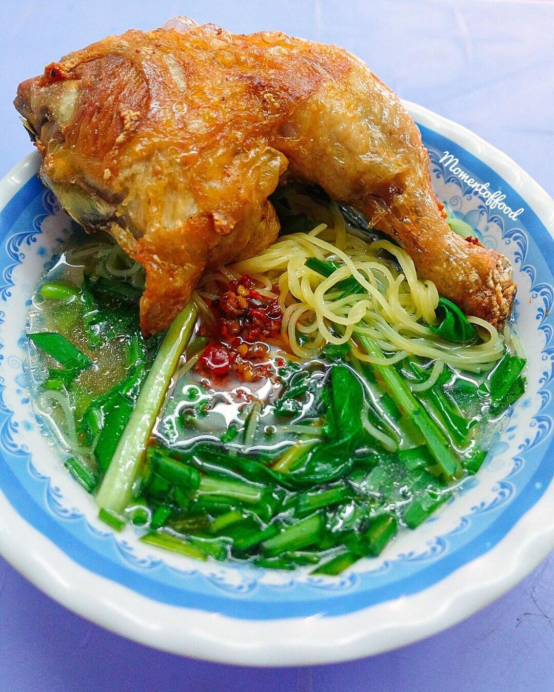 Mì đùi gà siêu to khổng lồ ở Sài Gòn